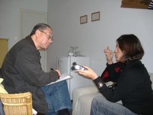 Petria Chaves durante entrevista com o terapeuta Oswaldo Shimoda