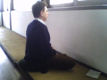 O nosso mestre HB num templo budista na Liberdade nos ensinando a meditar