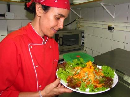 Chef de cozinha Tiana Rodrigues ensina sobre Raw Food no Caminhos Alternativos deste sábado